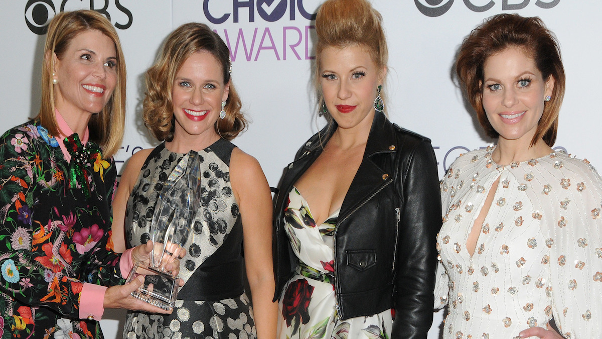 Candace Cameron Bure with her Fuller House co-stars at the People's Choice Awards.