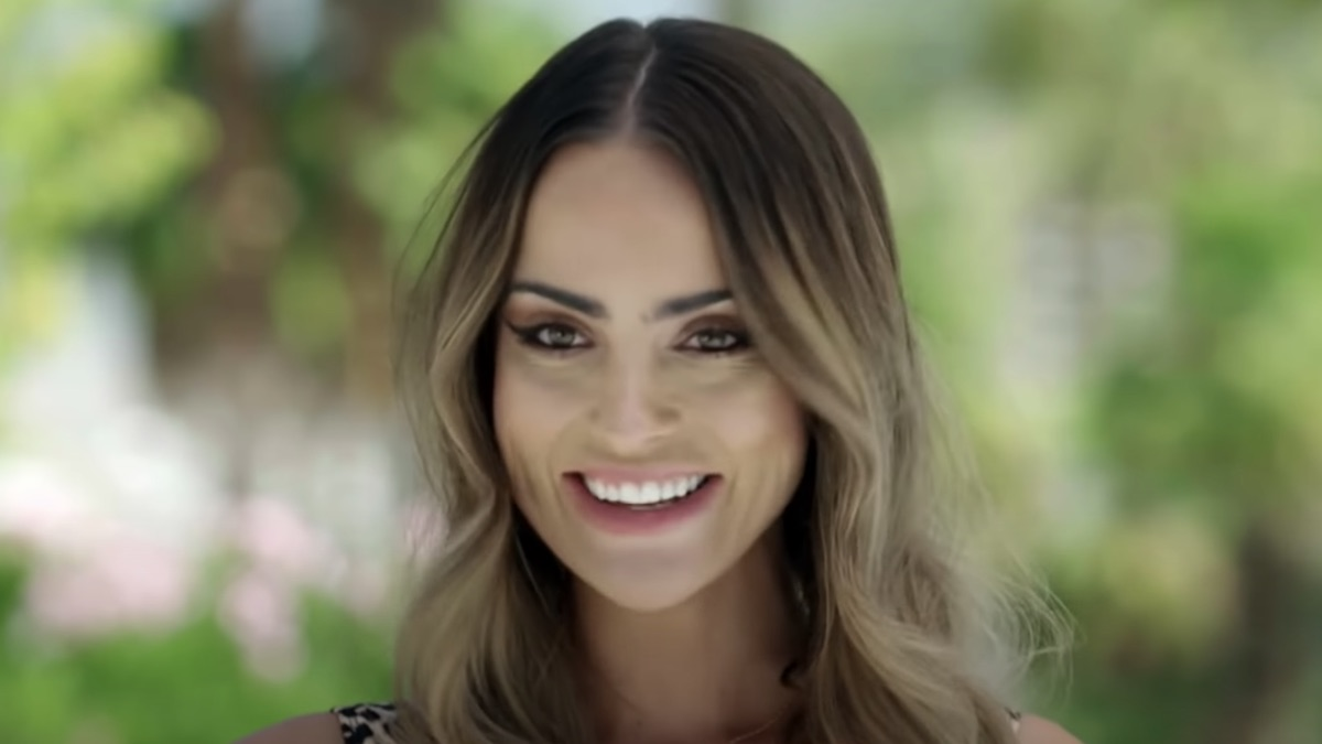lauren coogan during love island usa video