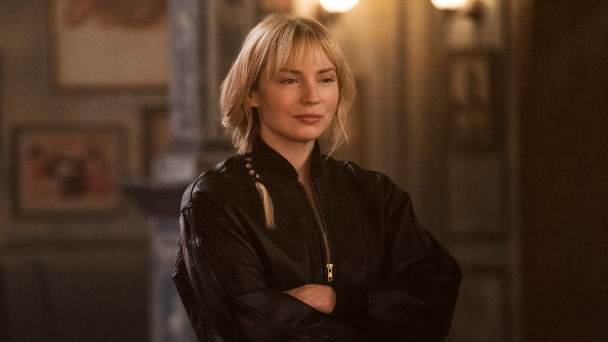 Beth Riesgraf on the set of Leverage: Redemption