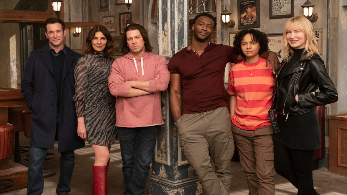 The cast of Leverage: Redemption posing for a pic